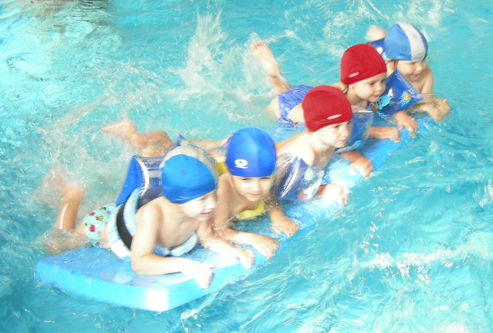 Bimbi dai 3 anni - Bambini in piscina a 3 anni ...